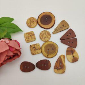 Handgefertigte Holzknöpfe
